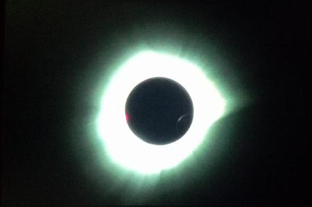 Foto gerhana matahari di Ternate, Maluku