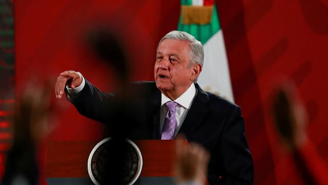 """López Obrador denuncia un """"nado sincronizado"""" entre la oposición y la prensa extranjera ante las críticas por la gestión del coronavirus"""