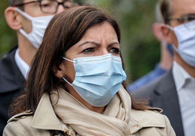 Paris : Des associations écolos s'en prennent à Anne Hidalgo, qui compte abattre une vingtaine d'arbres