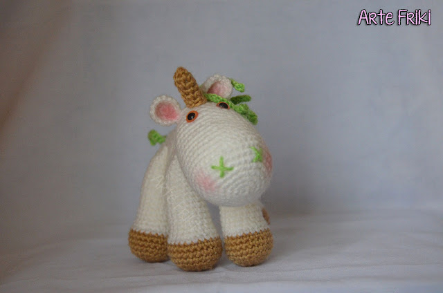 unicornio amigurumi muñeco peluche crochet ganchillo ser magico friki unicorn doll plushie handmade knitting magic fantasy fantasia