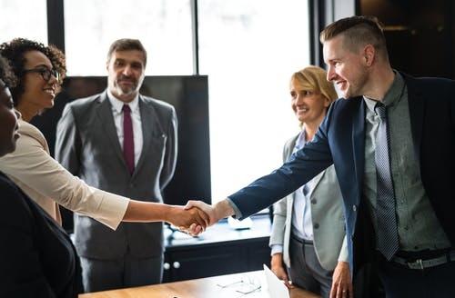 Apa yang Harus Diketahui Pengusaha Tentang Mempekerjakan Karyawan Pertama Mereka