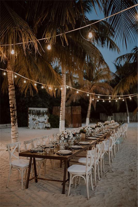 intima boda en la playa en love love by chicanddeco