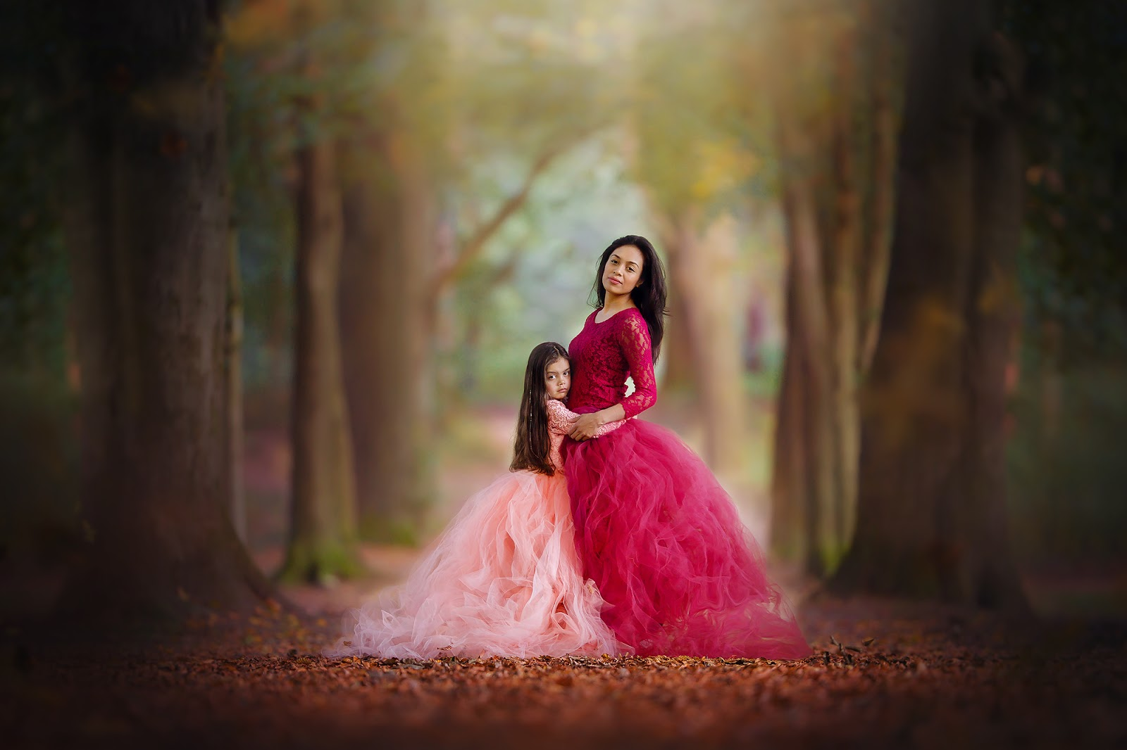 Canon portrait of a mother and daughter standing in a forest in beautiful dresses by Willie Kers