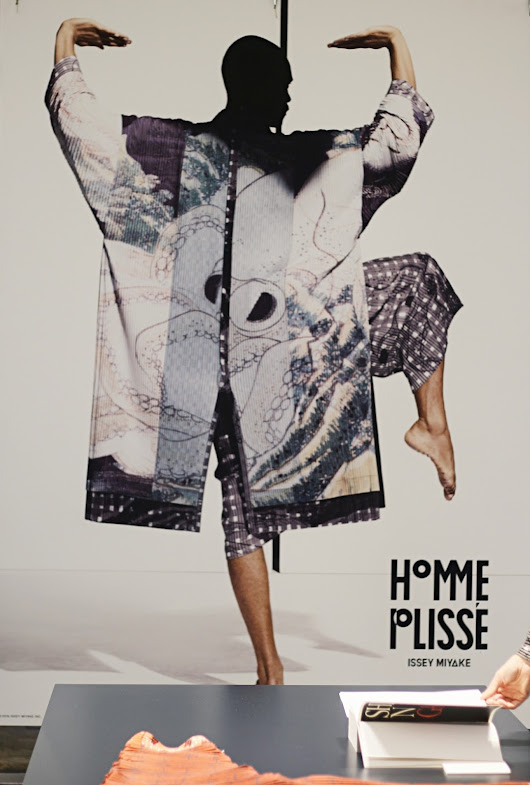 Issey Miyake - Art of Shunga with Homme Plissé spring series event