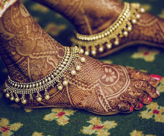 Anklets or Payal comes with small bells that make a tinkling sound as the Hindu bride moves.