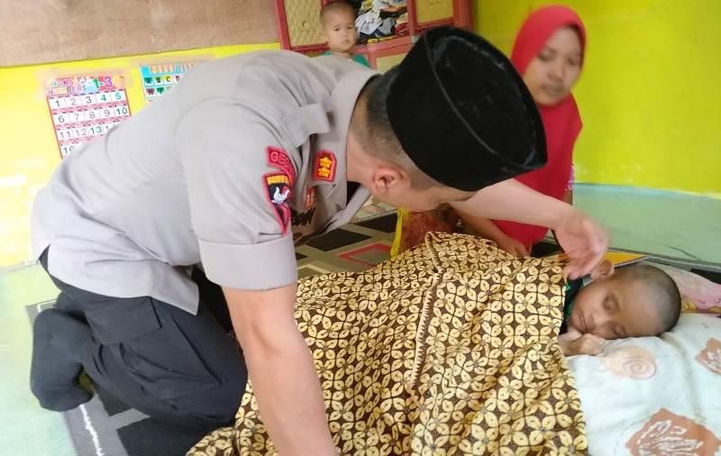 Kapolres Madina Berikan Sembako dan Tali Asih pada Anak Penyandang Disabilitas