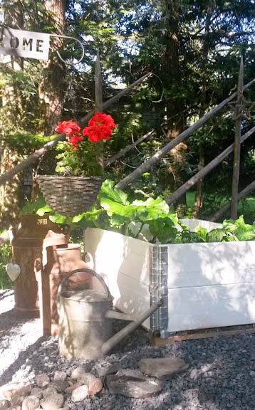 kuormalava istutuspöytä lavapuutarha valkoiseksi maalattuna heinäseiväsaita