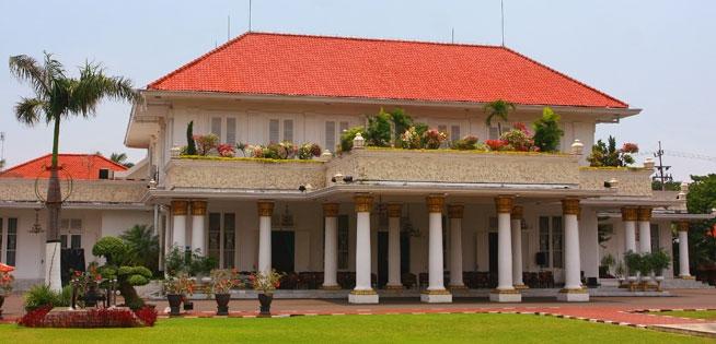 Mengenal Gedung Grahadi Surabaya Jangka Jawa