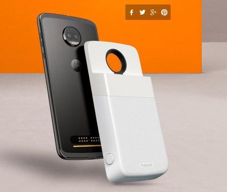 Buongiornolink - Motorola porta la Polaroid sul telefono