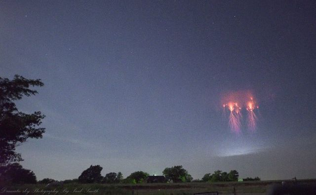 Skywatcher Films Rare Red Sprites In The Sky Above Oklahoma  Red%2BSprites%2BOklahoma%2B%2B%25282%2529