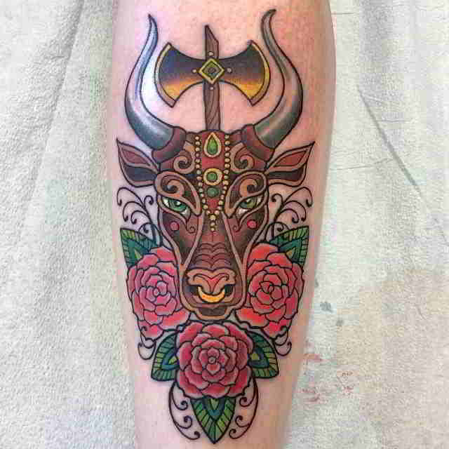 imagen con un tatuaje de Toro