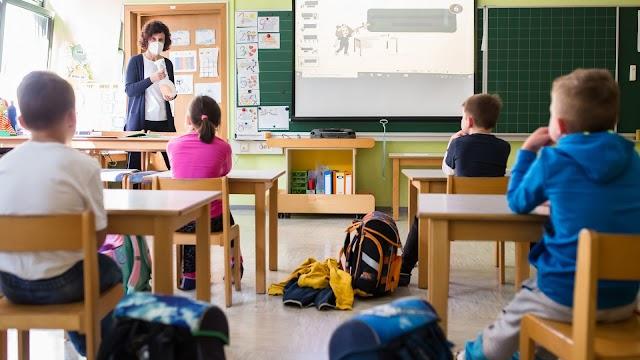Kötelező szájmaszkkal kezdődik meg Lengyelországban a következő tanév