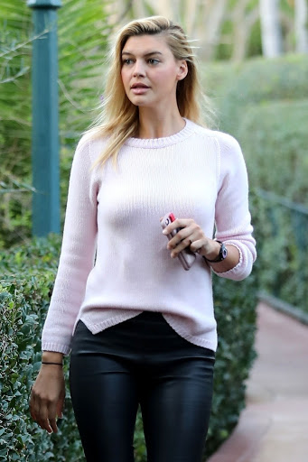 Kelly Rohrbach in casual outfit at Beverly Hills photo