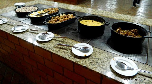 Bufê de comida de tropeiras, na cidade da Lapa, Paraná