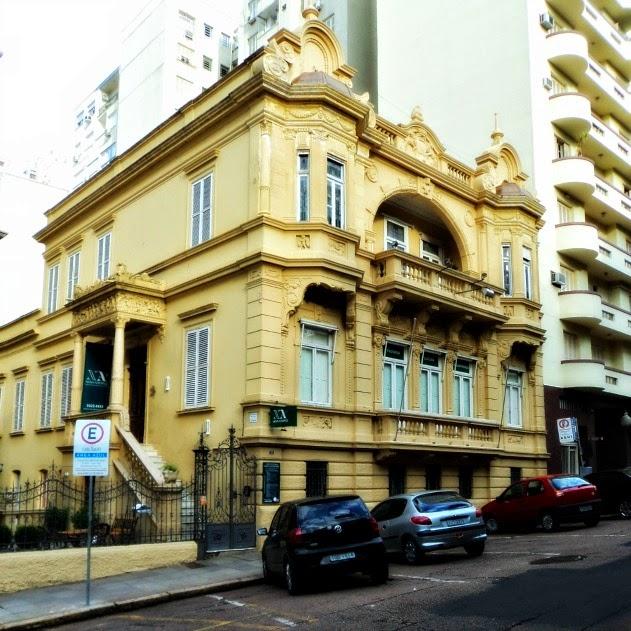 O antigo Solar Palmeiro, em Porto Alegre. Hoje abriga  o Espaço Cultural Nova Acrópole
