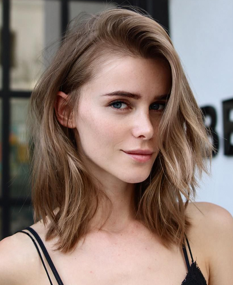 cute short bob hairstlye, caramel hair color for fall