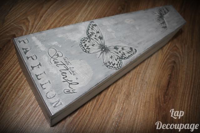 Szarości i motyle