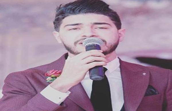 """حمزة الصنهاجي يهدي والدته أغنية """"كريمة"""" في قالب مؤثر"""