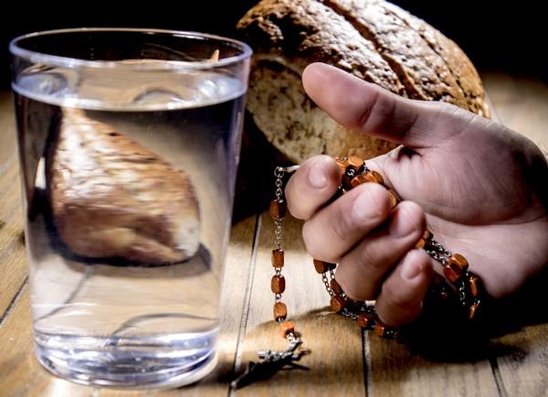 https://www.saintmaximeantony.org/2019/03/les-yeux-fixes-sur-jesus-christ.html