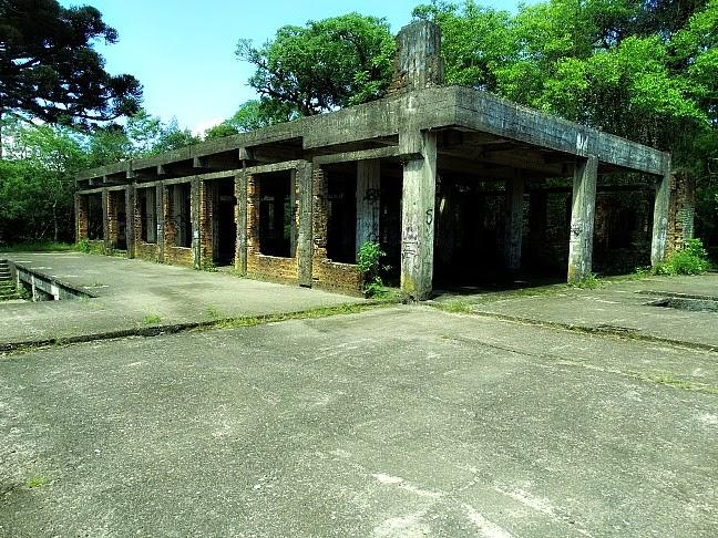 Ruínas do Cassino Palace Hotel, em Canela: As obras do cassino foram suspensas devido à proibição dos jogos no Brasil, nos anos 50