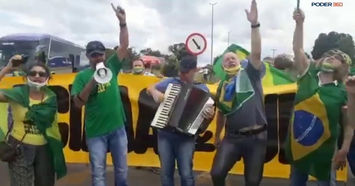 """Apoiadores de Bolsonaro fazem campanha pelo uso da """"cloroquina de jesus"""""""