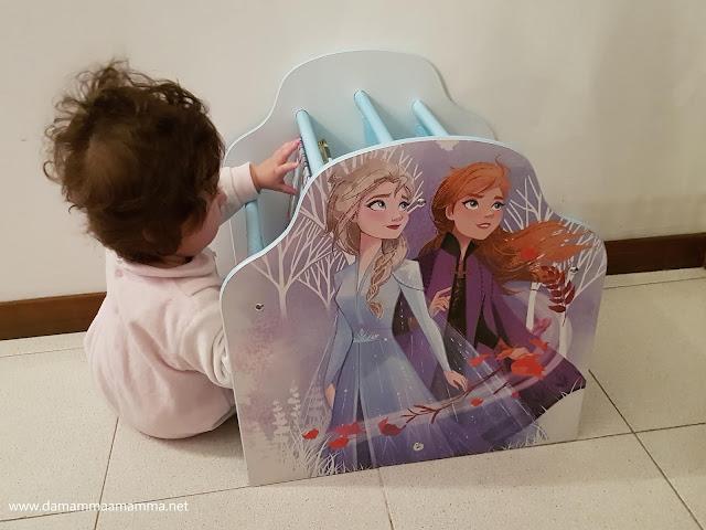 cameretta a tema Frozen 2 libreria