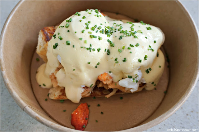 Brown Butter Lobster Benedict de Eventide Fenway, Boston