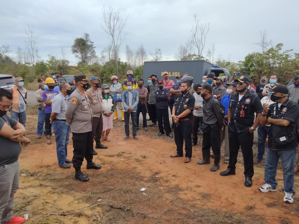 Akses Jalan Warga Ditutup Portal, Kampung Lome Mencekam