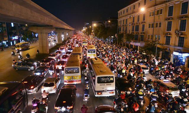 Tắc dường luôn là nỗi lo lớn đối với nhiều người dân sinh sống tại Hà Nội