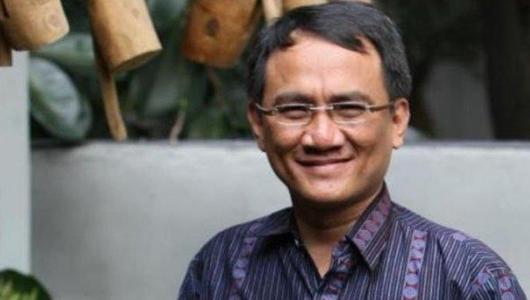 Usai Diperiksa Polisi, Andi Arief Diperbolehkan Pulang