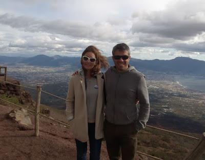 subida-monte-vesubio-volcan-activo-cerca-napoles-italia