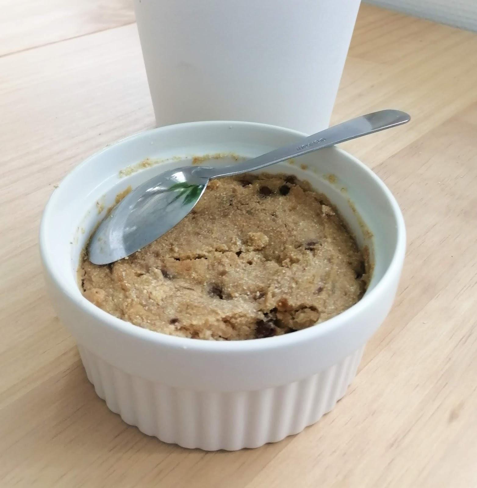 Mug cake express et protéiné à la cacahuète (vegan, végétalien, sans gluten, sans lait, sans oeuf)