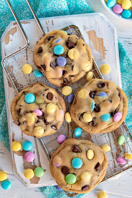 Easter Chocolate Chip Cookies | Image courtesy of Mom On Timeout