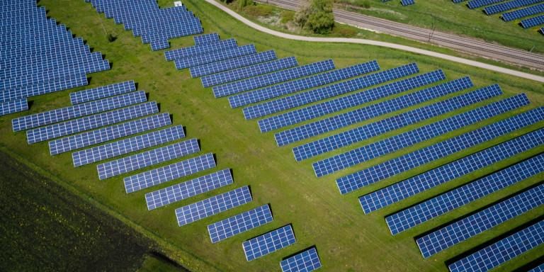 Πρωτοποριακό: Νυχτερινό «φωτοβολταϊκό» παράγει ηλεκτρικό ρεύμα από τον κρύο νυχτερινό ουρανό