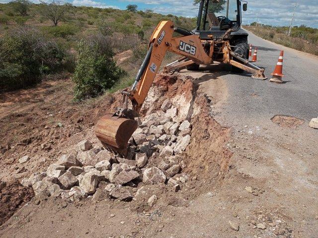 Governo de Pernambuco inicia recuperação de erosões na PE-160, entre Santa Cruz e Jataúba