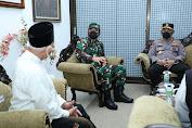 Panglima TNI Apresiasi Para Santri Pesantren Tebuireng Yang Sangat Antusias Laksanakan Vaksinasi