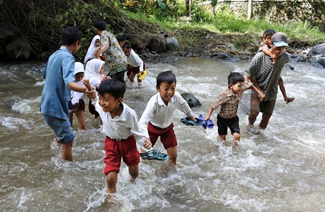 Yang Lebih Penting Dari Sekedar Membicarakan Full Day School, Zonasi dan UN dalam Pendidikan Kita