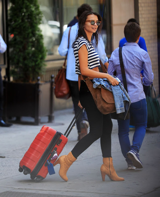 Emily Ratajowski Chic Street Style – Out in New York City