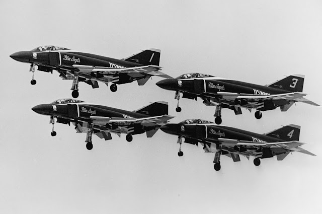 [Blue_Angels_F-4J_Phantoms_with_extended_landing_gear_1969]