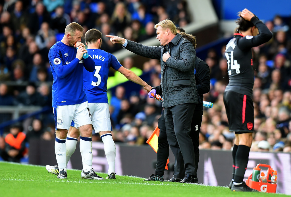 Ronald Koeman, Manager of Everton speaks to Leighton Baines of Everton and Wayne Rooney of Everton during the Premier League match between Everton and Arsenal at Goodison Park on October 22, 2017 in Liverpool, England