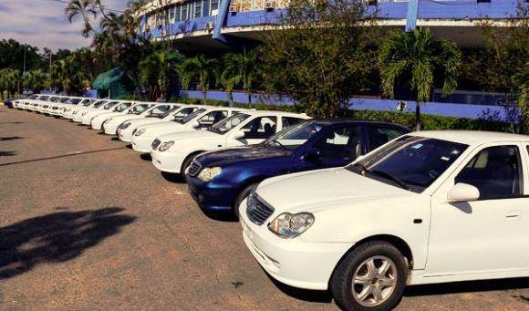 Los carros (algunos de ellos de uso) vinieron acompañados con la 'orden' de seguir aportando al deporte 'revolucionario' y defendiendo el legado de Fidel Castro