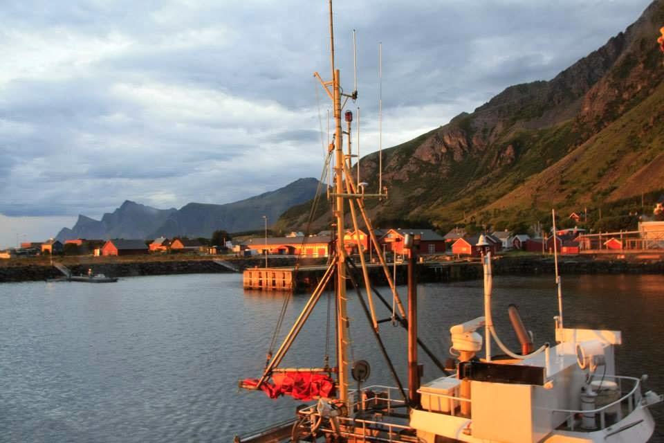 """Amanecer en Ramsberg desde nuestro """"rorbuer"""", Islas Lofoten."""