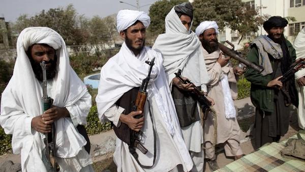Taliban Rebut 2 Kota Lagi, Ribuan Warga Afghanistan Mengungsi