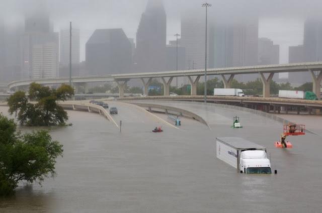 Hurricane Harvey lashes Texas