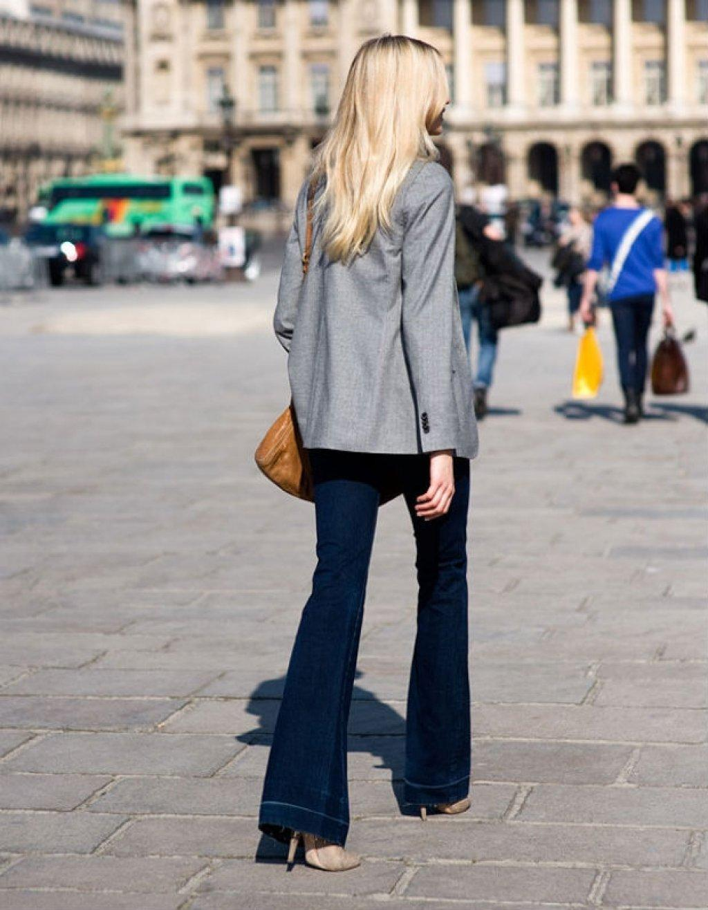 9 Ultra-Cool Ways to Wear Flared Jeans – Street Style, Grey Blazer, Neutral Heels