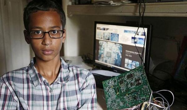 تعرف-علي-قصة-احمد-المسلم-صاحب-ال-14-عام-الذي-اتهمته-امريكا-بالارهاب