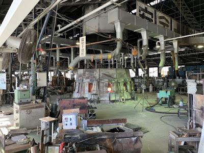ガラス工場内部