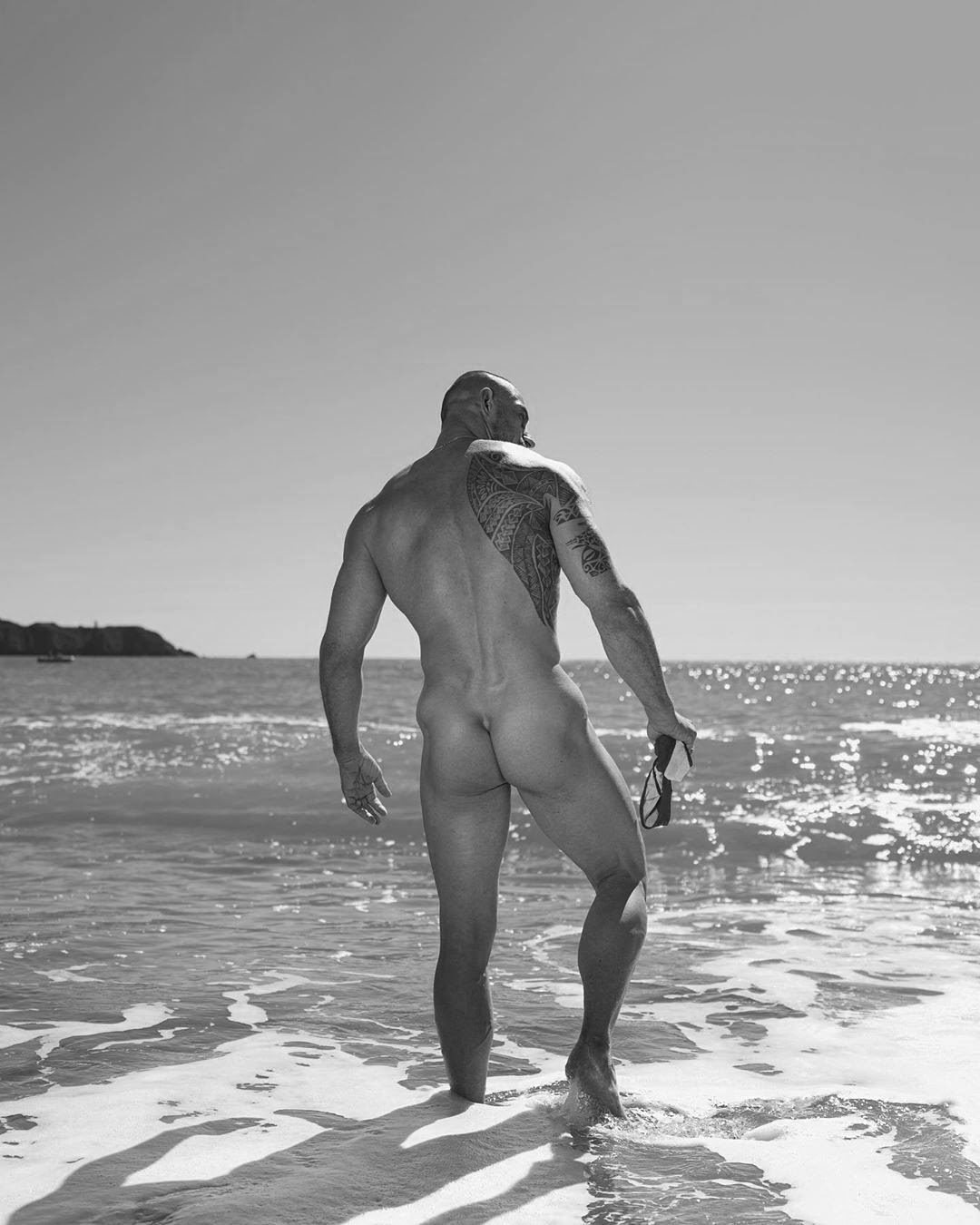 Sex, beach and RocK and RoLL, by Garic Soldatov (NSFW).
