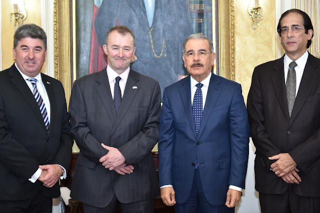 Danilo Medina recibe a enviado comercial del Reino Unido. Destacan fuertes vínculos comerciales
