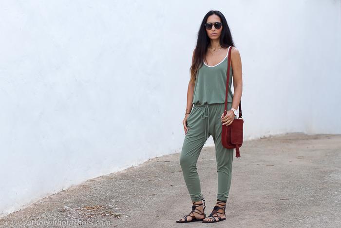 Influencer valenciana idea como combinar un mono verde en un look comodo y con estilo